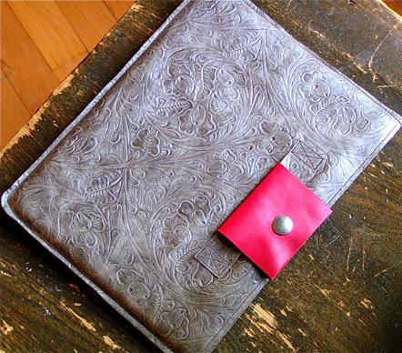 robbiemoto-leather-ipad-sleeve-full.jpg