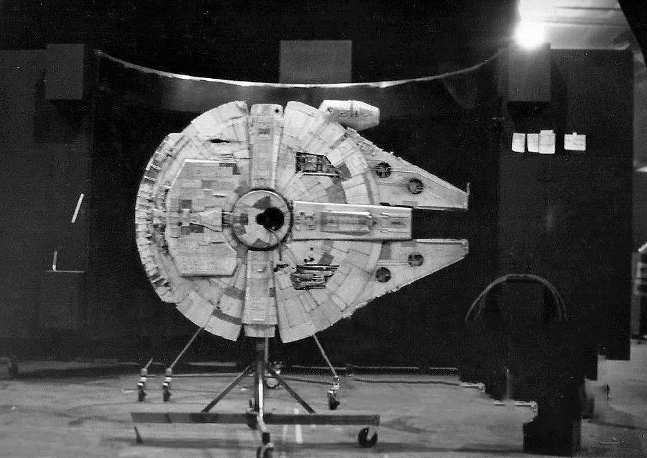 The A New Hope version of the Falcon had only a single landing gear, center hull.