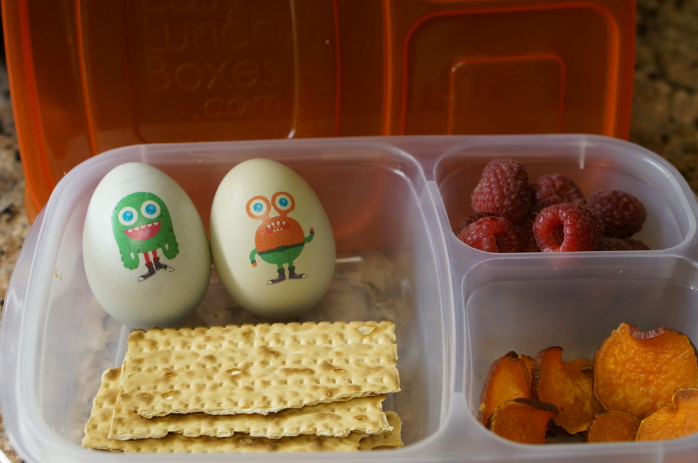 LaLa Lunchbox Tattly Eggs, egg matzah, raspberries and roasted sweet potato chips