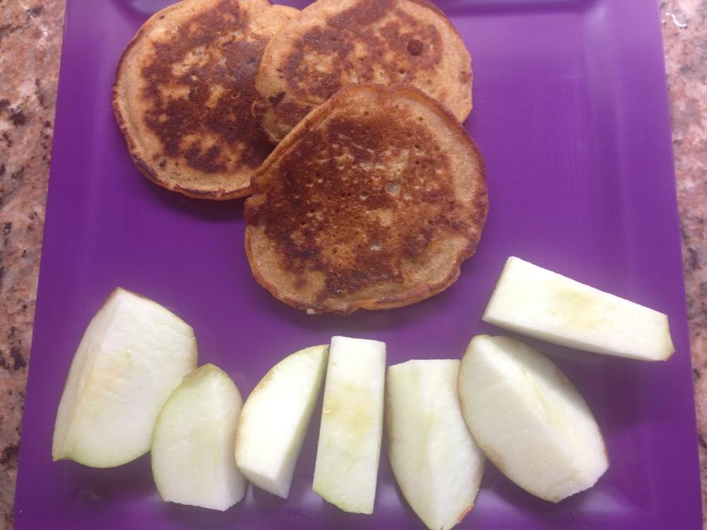Apple Cinnamon Pancakes with apples