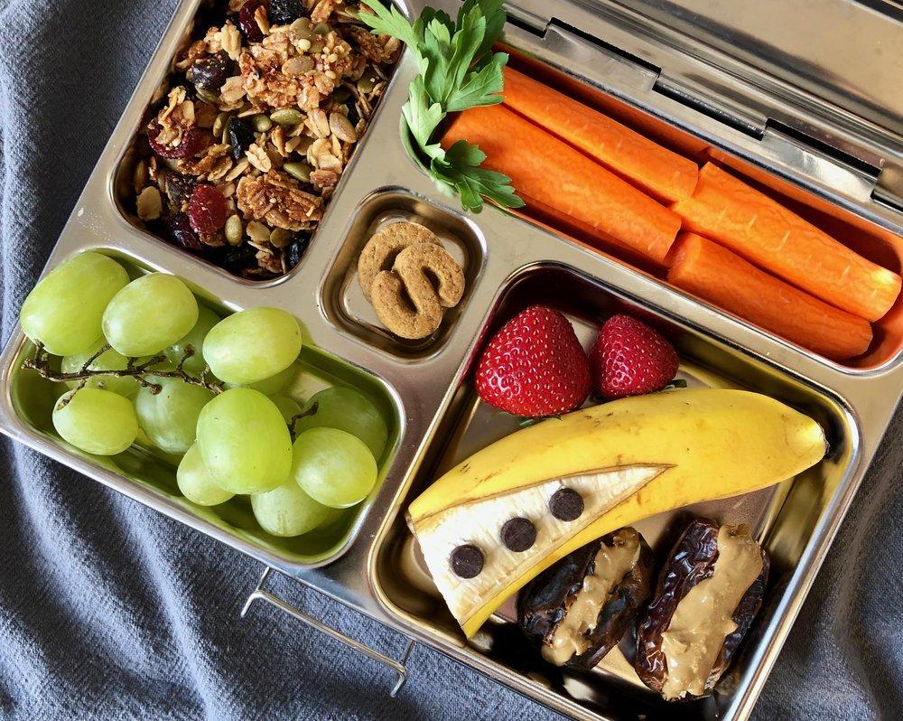 healthy nut free granola lunchbox