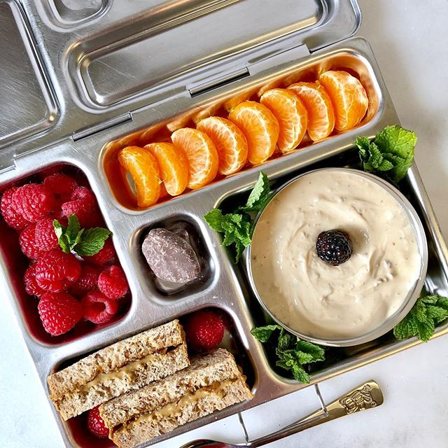 Simple. Easy. Classic. Exactly what a Monday lunchbox needs. ❤️ • How's Daylight Savings Time treating you? ☀️ It always stinks to lose that hour 😴 but now that my kids are a little older, the whole situation feels more manageable. The pace on a Sunday morning has slowed and it is ALL good with me. Plus, I'm totally ready for more daylight hours. Right? 😎 • Fig yogurt and berries in the #lunchbox today, with clementine, a sunbutter and jam sandwich and a freeze dried chocolate covered banana.  It's a #meatlessmonday lunchbox that's #nutree and #quickandeasy 💜 . . . . . . . #packinglunch #healthylunchideas #schoollunchideas #yogurt #lalalunchbox #healthylunchbox #lunchideasforkids #berrytogether #easylunchboxes #schoollunch #lunchboxideas #lunchideas @lalalunchbox