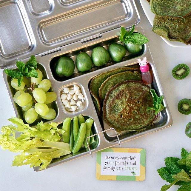 💚 GREEN VIBES 💚 • All natural green lunchbox today to celebrate the upcoming St. Patrick's Day 🍀 Green pancakes (recipe below, so save this post for the weekend!) snap peas, celery, grapes, kiwi berries and white chocolate chips. 😊 • Is the @Instagram outage solved yet? Yeesh. Always a wake up call when technology doesn't behave the way we want it to. 🤪 If you commented on my last post, there's a good chance that I can't see it. 🙄 And if I don't reply to your comment today, it is because I can't see it on my end, which also means you may not see comments from me on your posts. Sigh. • Anyhoo, check stories @lalalunchbox to see more about these pancakes 🥞 💚🍀 GREEN PANCAKES 1 cup milk (I used #dairyfree oat milk here) 1 large egg 2 tablespoons neutral oil 1 tablespoon maple syrup 2 teaspoons vanilla extract 1/2 cup whole wheat flour 1/2 cup ap flour 1 teaspoon baking powder 1/2 teaspoon baking soda 1/4 teaspoon salt  Here's what makes it green: 1/2 cup frozen spinach or kale 1 tablespoon spirulina powder *I added 1 tablespoon @countertopfoods cocoa butter which is seasoned with chai spices and that tempered the bite of the spirulina. . . . . . . .  #healthylunchideas #lunchideas #lunchboxideas #lunchboxideasforkids  #lalalunchbox #greenfood #pancakes #pancakesforlunch #breakfastforlunch #stpatricksdayfood #greenpancakes #eattherainbow #planetbox #wastefreelunch #feedfeed #thenewhealthy #dyefree