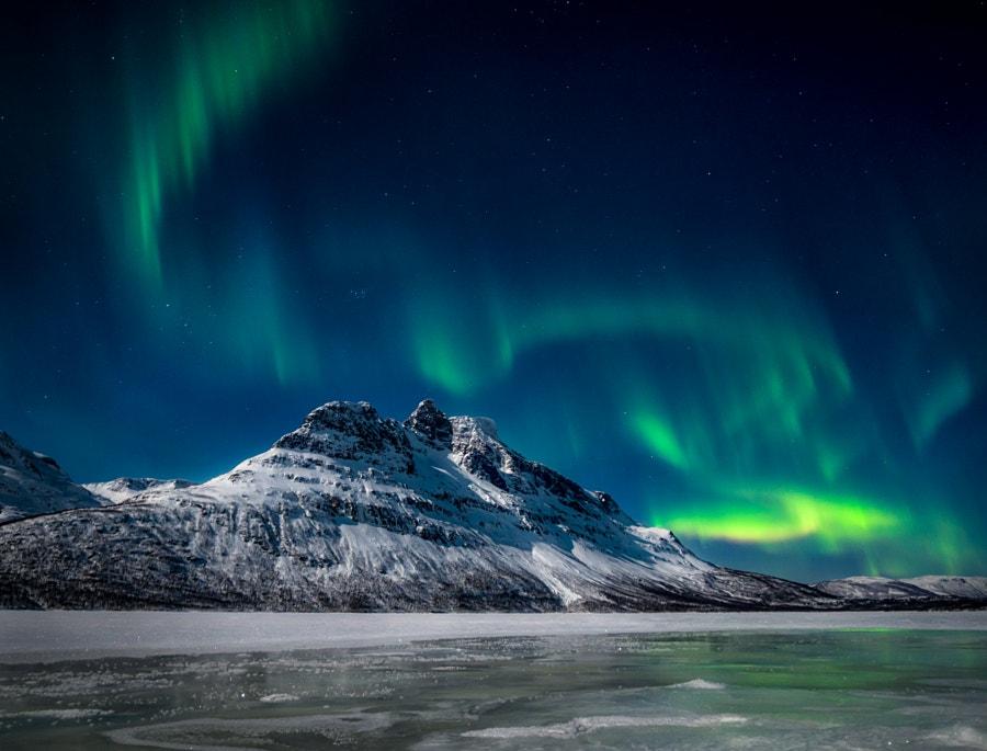 Aurora spiralling over Novafjellet