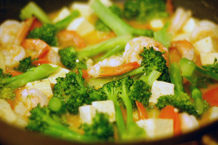 coconut-curry-shrimp-tofu-broccoli.jpg