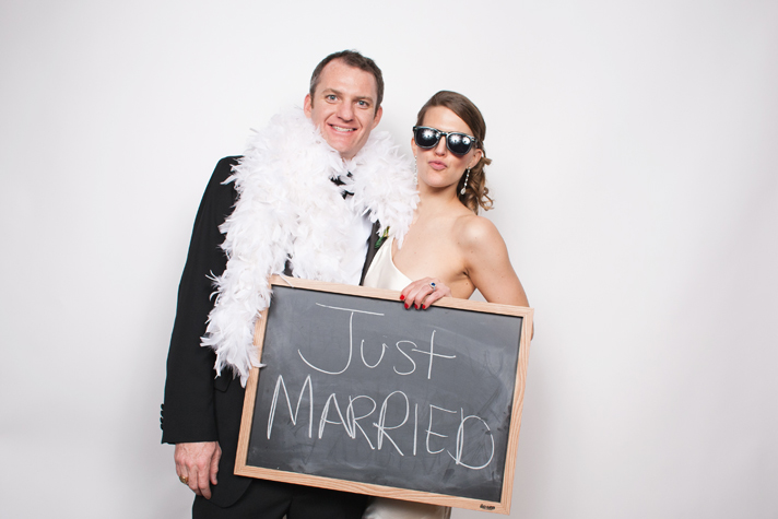Wedding photobooth, Just Married sign, Maria Vicencio Photography