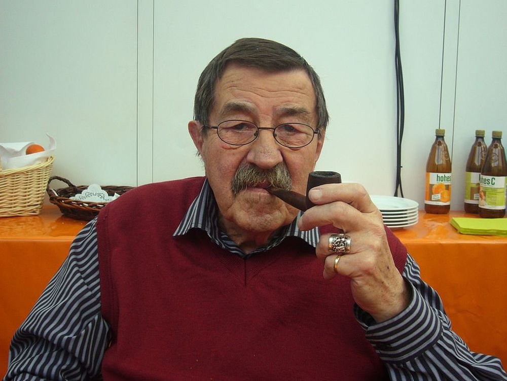 by Blaues Sofa from Berlin, Deutschland (Günter Grass beim Blauen Sofa) [CC BY 2.0], via Wikimedia Commons