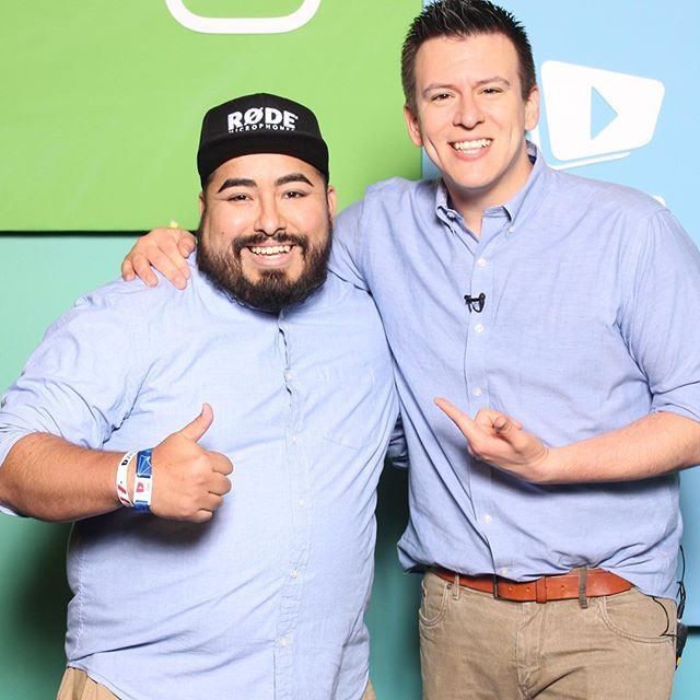 Twinners! 😂 I woke up that morning at @vidcon and saw the #memo and put on the button up and khakis before meeting up with @phillydefranco It was awesome meeting him. He's one of the first @youtube creators I watched and was one of the reasons I became a creator myself. I did talk to him about visiting #Utah for a meet up so I'll be working hard to make that happen. #ytcreators #creators #vidcon2018 #vidcon #vidconus #twins