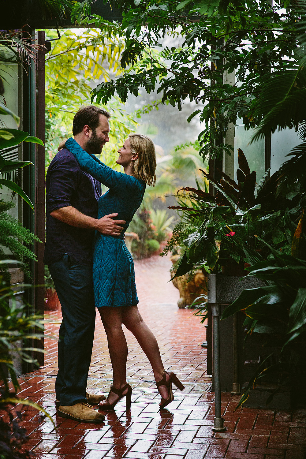 jeremy-russell-rainy-biltmore-engagement-1710-05.jpg