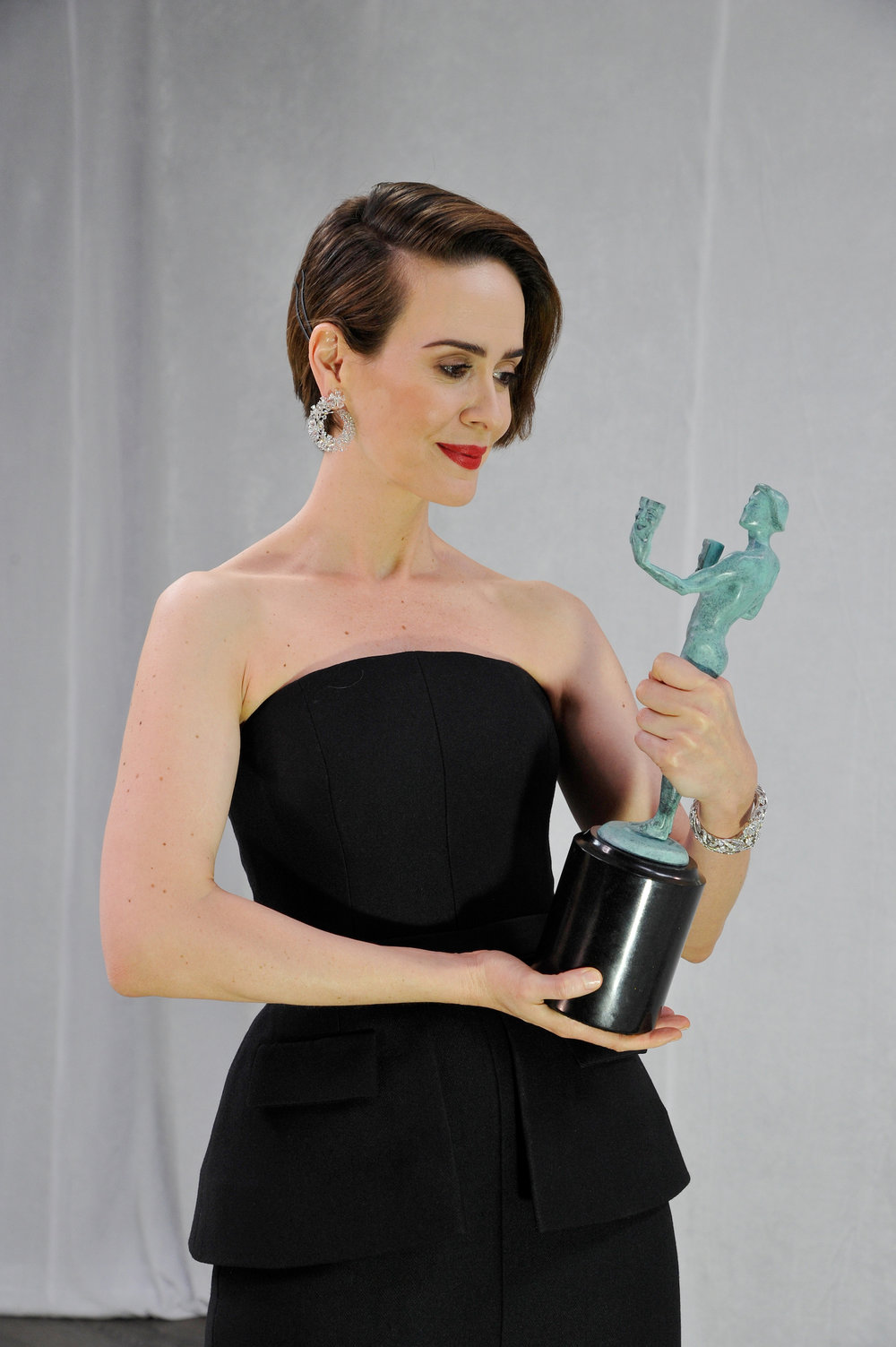 LOS ANGELES, CA - JANUARY 29: Actor Sarah Paulson, winner of the Outstanding Performance by a Female Actor in a Miniseries or Television Movie award for 'The People v. O. J. Simpson: American Crime Story,' poses in the press room The 23rd Annual Screen Actors Guild Awards at The Shrine Auditorium on January 29, 2017 in Los Angeles, California. 26592_018  (Photo by John Sciulli/Getty Images for TNT) *** Local Caption *** Sarah Paulson