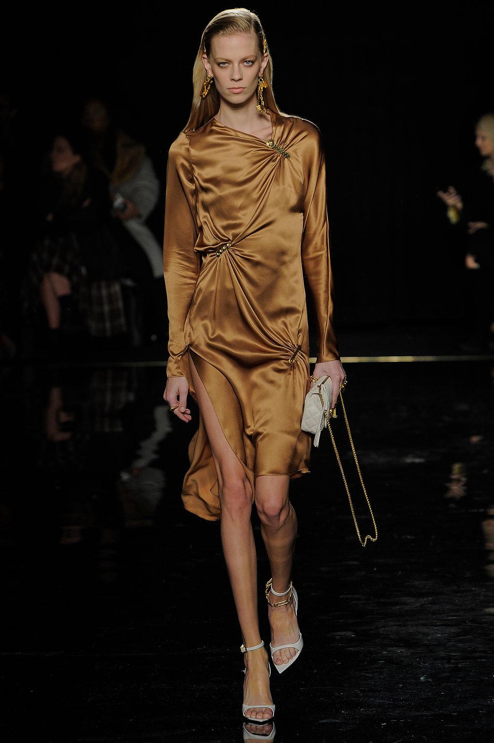 Versace_3_9d_versace_runway_runway_00003.jpg
