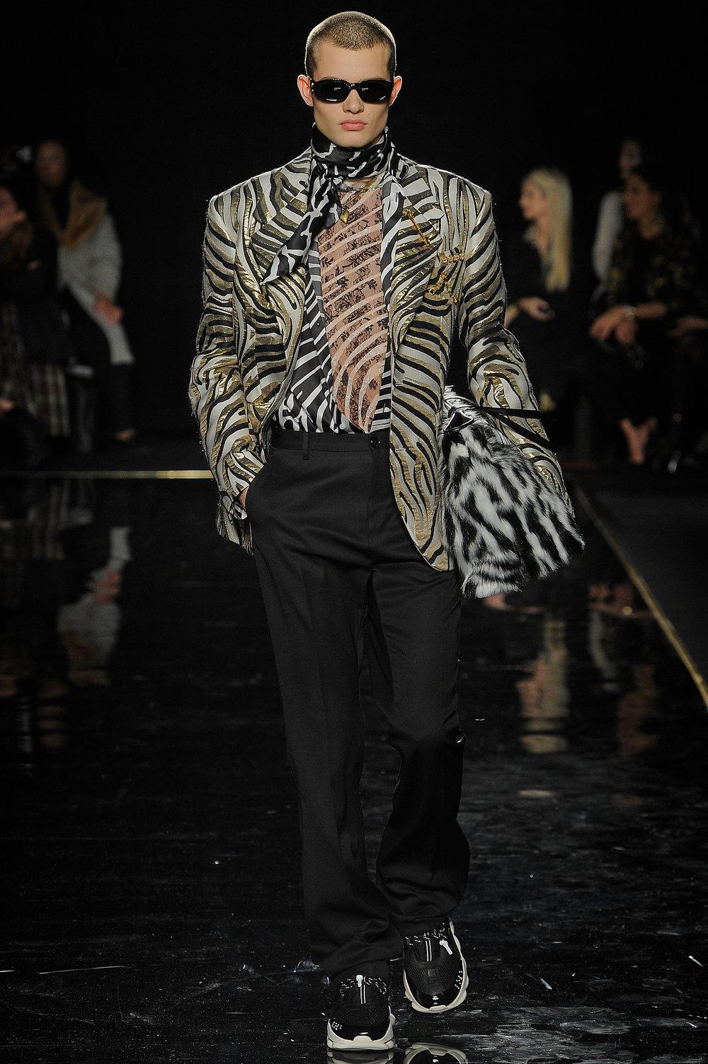Versace_14_54_versace_runway_runway_00014.jpg
