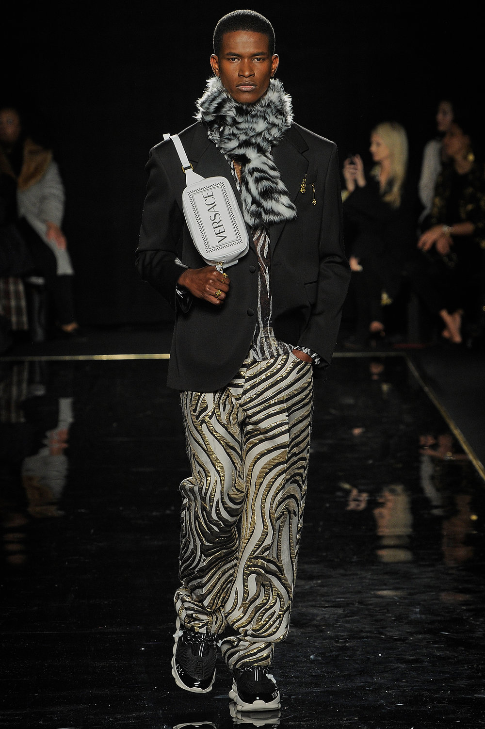 Versace_16_9f_versace_runway_runway_00016.jpg