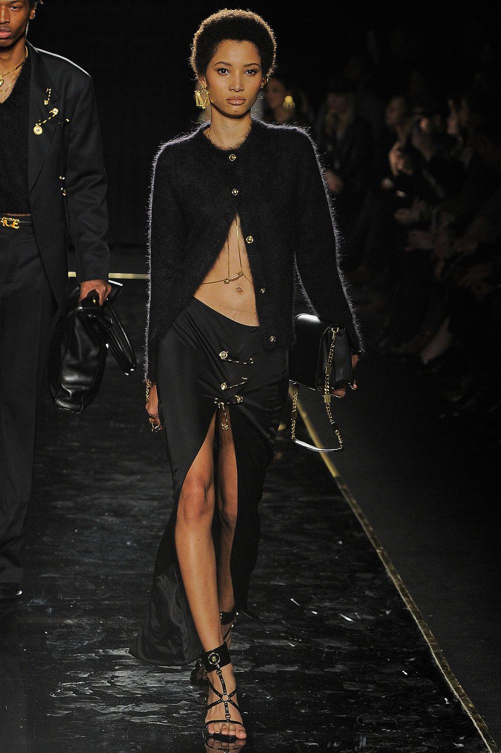Versace_18_8c_versace_runway_runway_00018.jpg