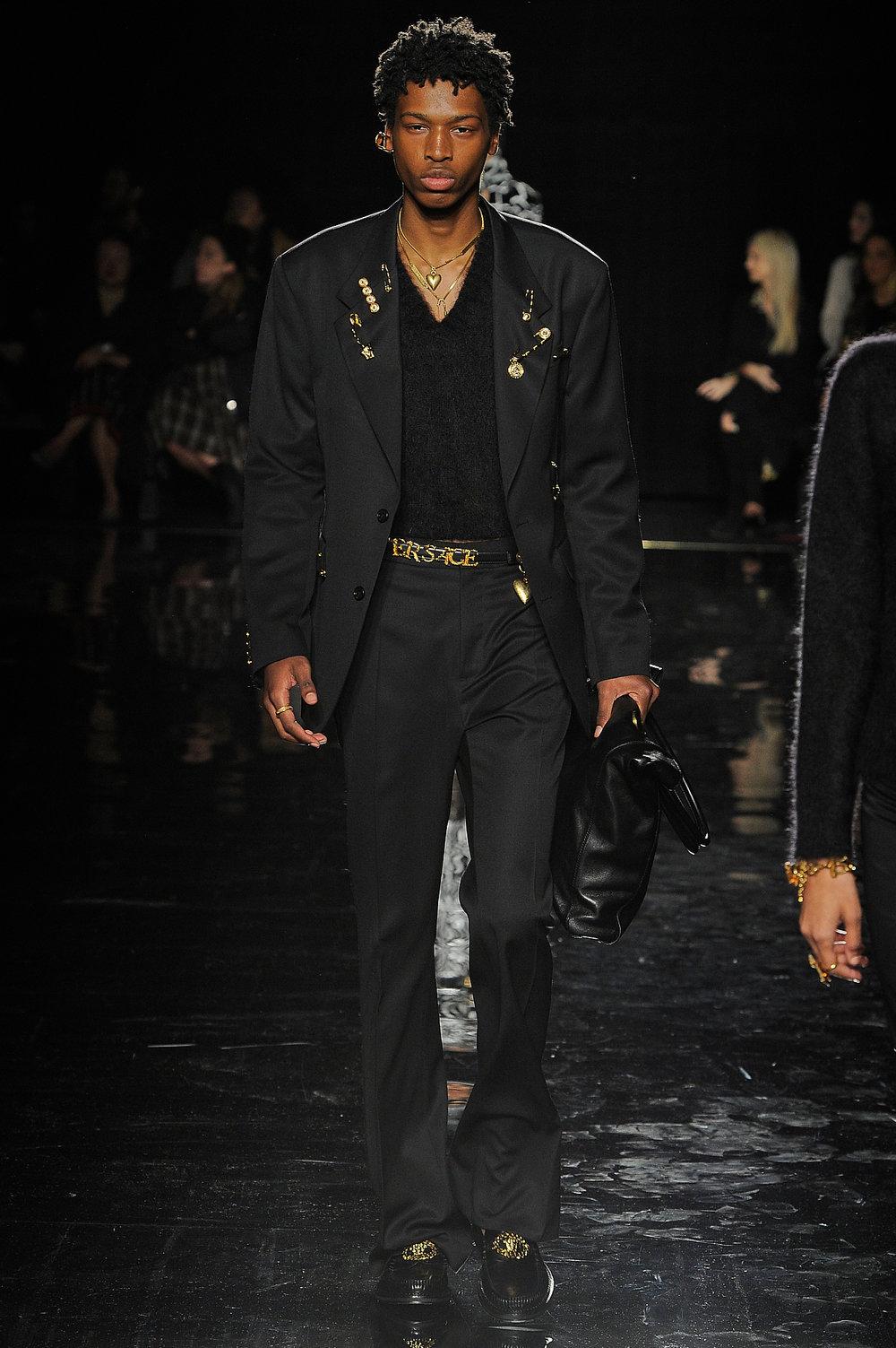Versace_19_c1_versace_runway_runway_00019.jpg