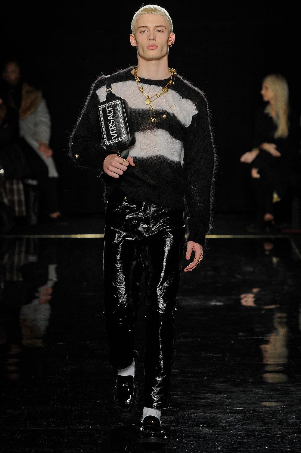 Versace_21_c8_versace_runway_runway_00021.jpg
