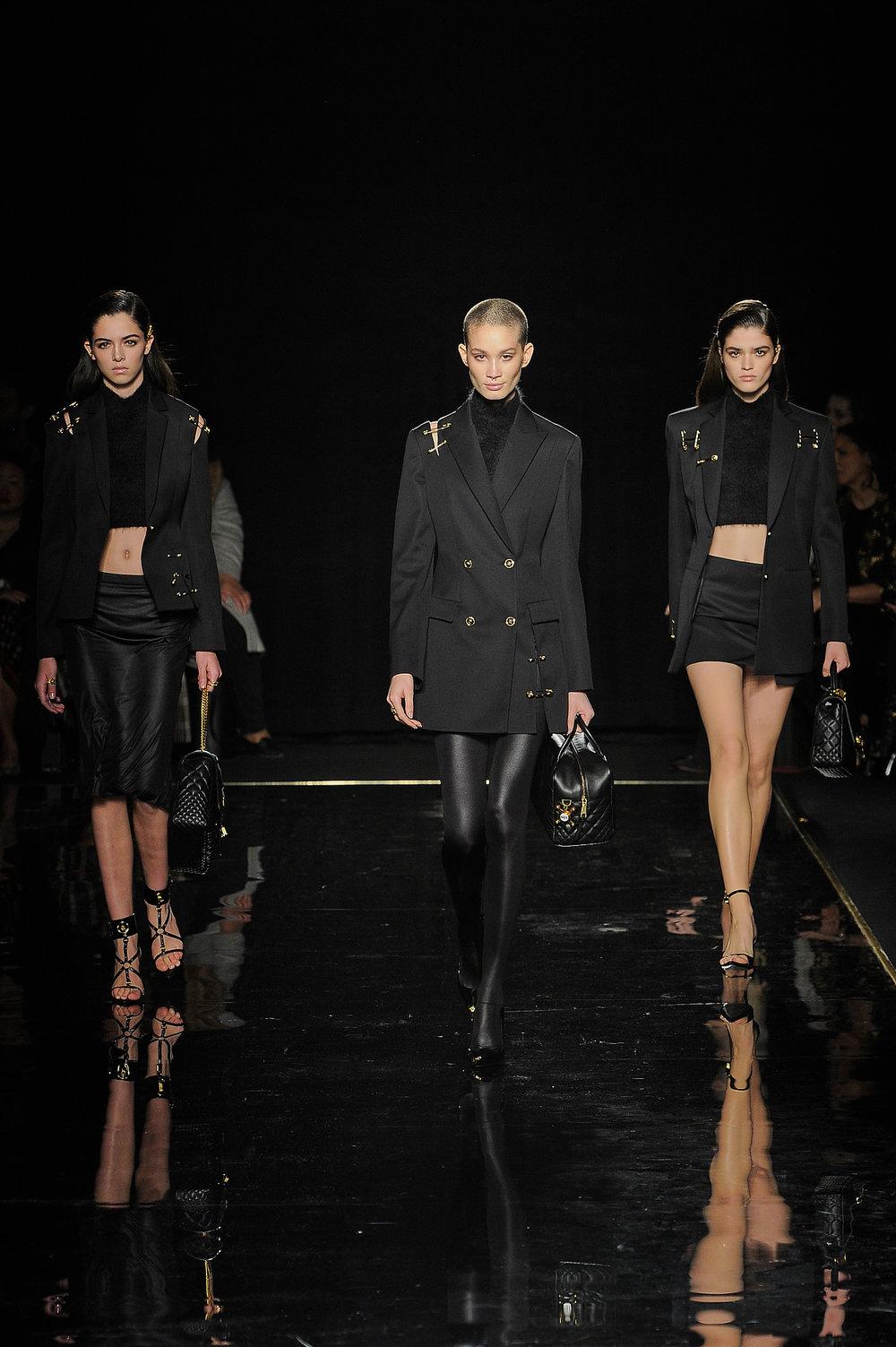 Versace_24_e6_versace_runway_runway_00024.jpg