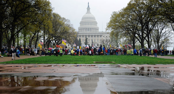 Tea party rally has message for Supreme Court: Kill the bill