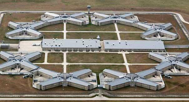Thomson-Correctional-Center.jpg
