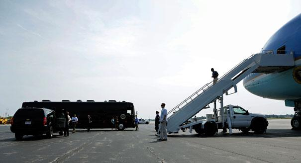 120705_obama_bus_plane_ap_605_605.jpeg