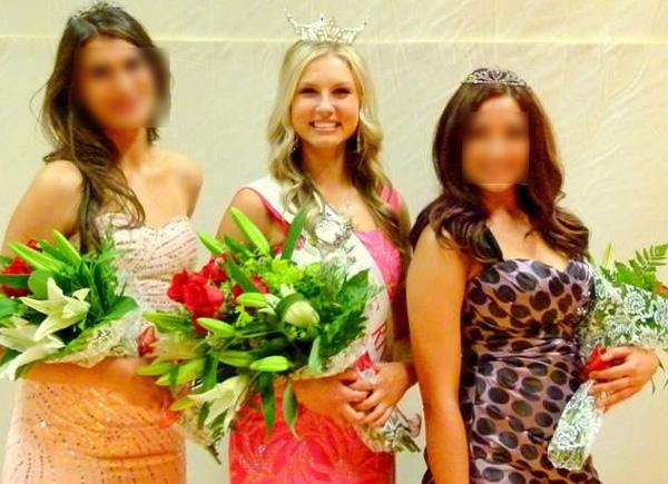 Kendra McKenzie Gill (center)