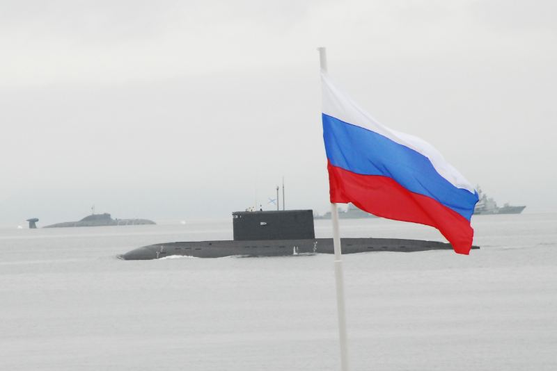 VLADIVOSTOK, Russia (July 25, 2010) � A Russian Kilo submarine passes the parade stand during the Russia Navy Day celebration in Vladivostok. USS Vandegrift (FFG 48) and USS Patriot (MCM 7) are visiting Russia to participate in Russia Navy Day celebrations. Vandegrift is homeported out of San Diego and Patriot is forward deployed out of Sasebo, Japan. (U.S. Navy photo by Lt. Colby Drake)