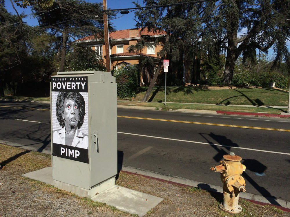 Maxine-Waters-Poverty-PimpPoster-in-front-of-her-Hancock-Park-Mansion-2-1024x768.jpg