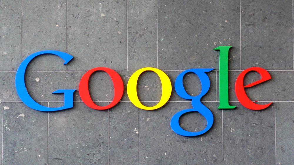 """Google chystá k potlačování alternativních médií sestavováním pořadí stránek podle """"faktičnosti"""" místo popularity"""
