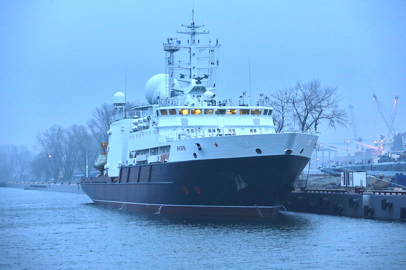 High-tech spy vessel carries cable-cutting gear, mini-subs