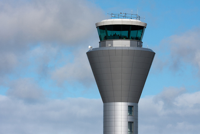 DOD GIVES LAST-MINUTE NOTICE TO FAA BEFORE GOING DARK --Alert: Air traffic collision warning systems, locators, down off East Coast and 5 states until Oct. 1
