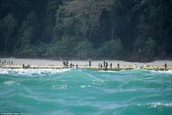 Sentinelese-tribe-700x469-e1437672424941.jpg