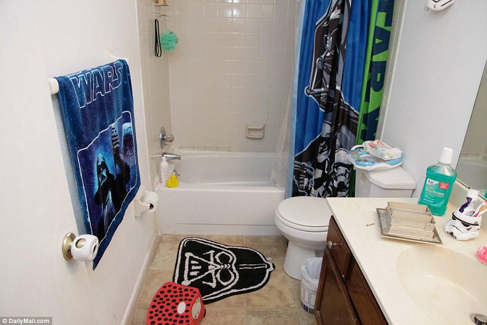 353BF07F00000578-3639587-The_bathroom_in_Mateen_s_home-a-16_1465843592183.jpg