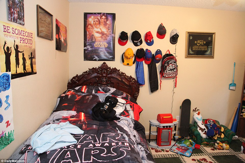 353BFC3B00000578-3639587-Star_Wars_bedding_and_posters_adorn_the_walls_of_Mateen_s_son_s_-a-4_1465843592167.jpg