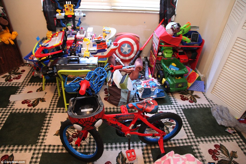 353C14B200000578-3639587-A_Spiderman_bike_is_among_the_many_toys_in_the_apartment_-a-18_1465843592186.jpg