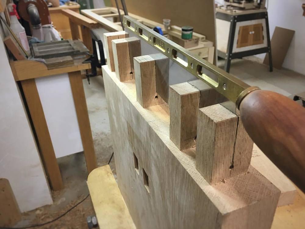 Sawing kerfs into the through-tenons on one of the bench sides. These will get wedged once everything is glued up. #letsmakeabench
