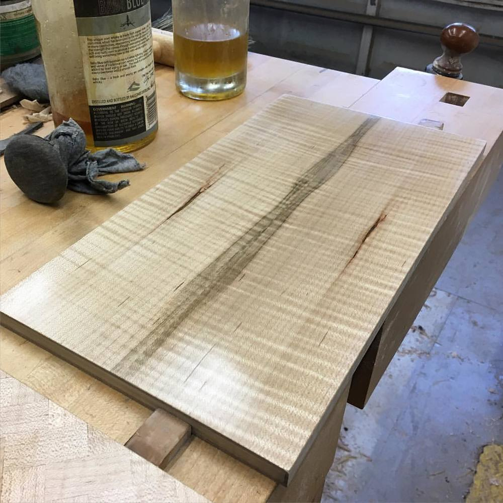 Polishing the inside of the bottom of the box with shellac before it gets glued in. This curly maple is nuts. #letsmakeawatchbox