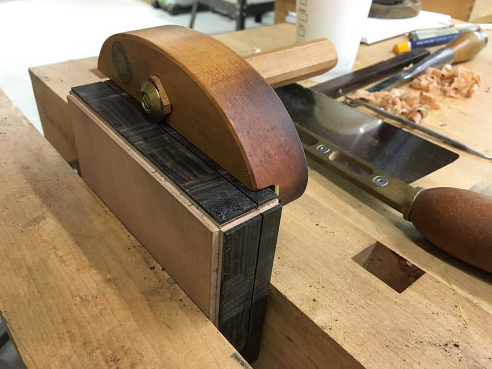 Splitting the box back open after glue up with my spiffy Lie-Nielsen stringing cutter. This box could be yours! Stay tuned! #letsmakeabox