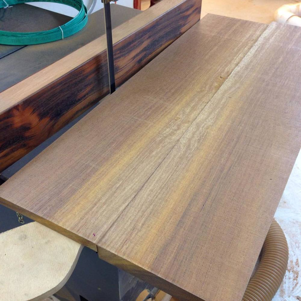 Resawing a chunk of kwila to make the bookmatched edgebanding for the top. #letsbuildabreakfasttable