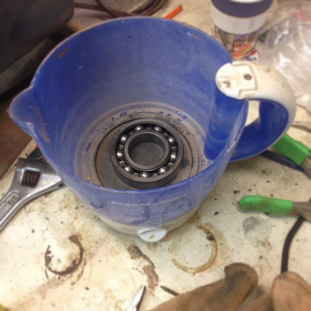 Hotting up one of the upper spindle bearings in my very fancy spindle heater/hardware store-grade electric kettle. Hearing the bearings up to 200° or so will expand the metal by a few thousandths of an inch- just enough to slip it on to the spindle. Once the bearing is in place and cools down, it will shrink around the spindle and form a press fit. #Oliver217 #scienceisreal