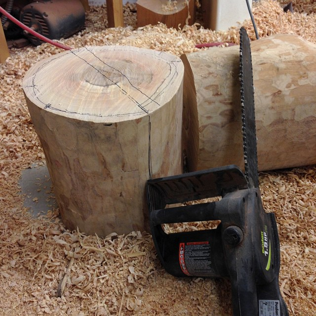 Sawing up some ash bowl blanks. I've cut up hundreds of blanks with this crummy $40 electric chainsaw. I wish I could say it works really great, but most days it just feels like bringing a knife to a gun fight. #maybetimetoupgrade #letsturnsomebowls