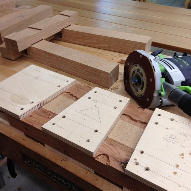 Seat rail spandrel-routing jig. This thing will make the shouldered bridal joint that the bench legs will  connect to under the seat. #diningdiscourse