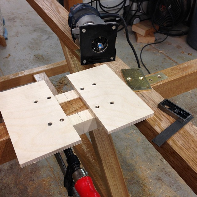 Fancy hold-down plate routing jig. #fancy #diningdiscourse