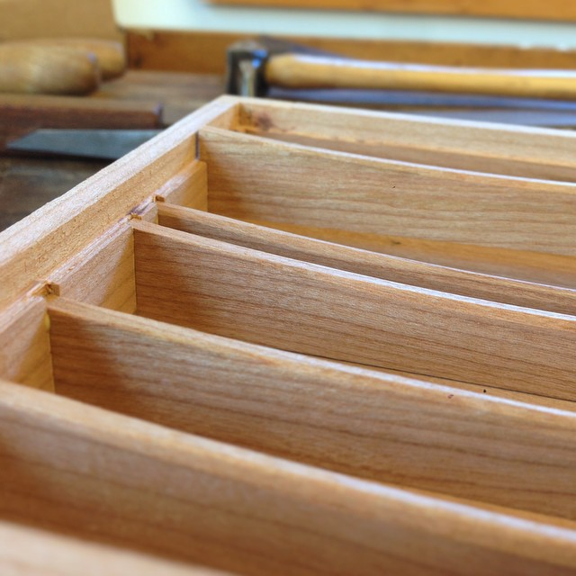 Fitting up the dividers. #letsmakeabox #woodschool  (at Center for Furniture Craftsmanship)
