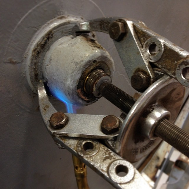 Pulling wheels, torching hubs. #oliver217 #superhopethisworks