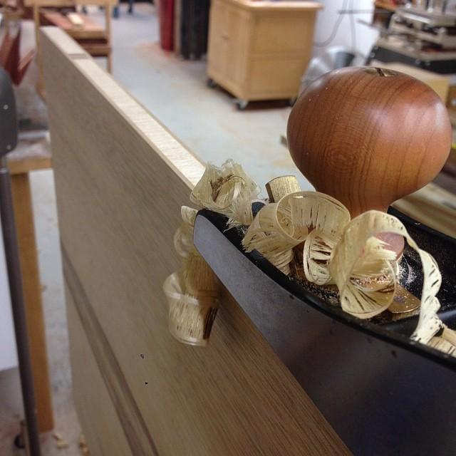 Planing veneer and cross-grain edgebanding off one of the edges of the top. #letsmakeadesk