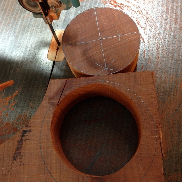 Cutting the blank out on the bandsaw… #letsmakeabowl #emptybowlshou