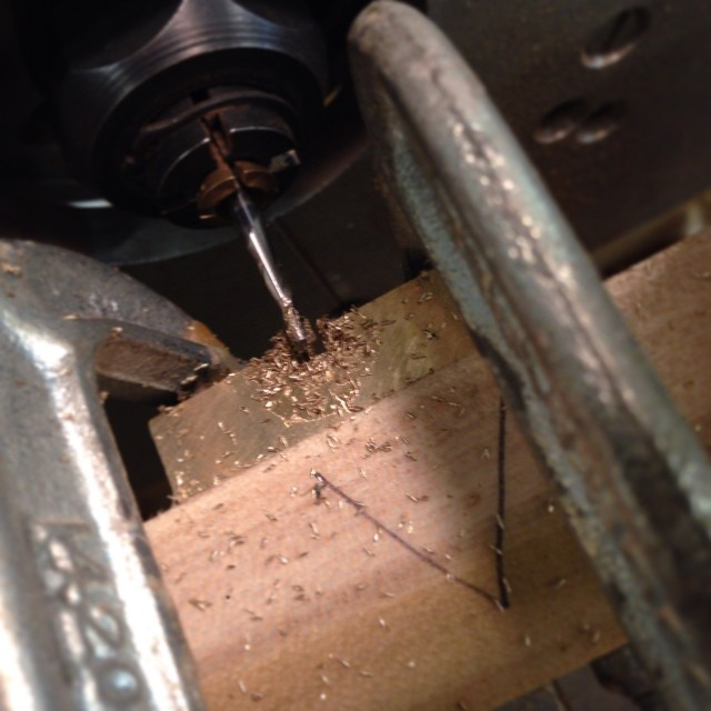 Milling some tiny dados in brass.