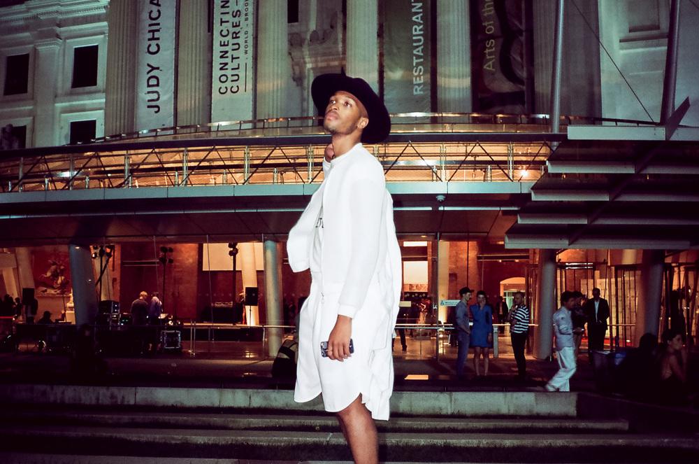 0a228-06-newyorkfashionweek-streetstyleatthebrooklynmuseum-lomo800.jpg