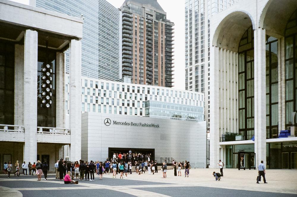6b2c3-22-newyorkfashionweek-fashionweekatthelincolncenter-fujinatura1600.jpg