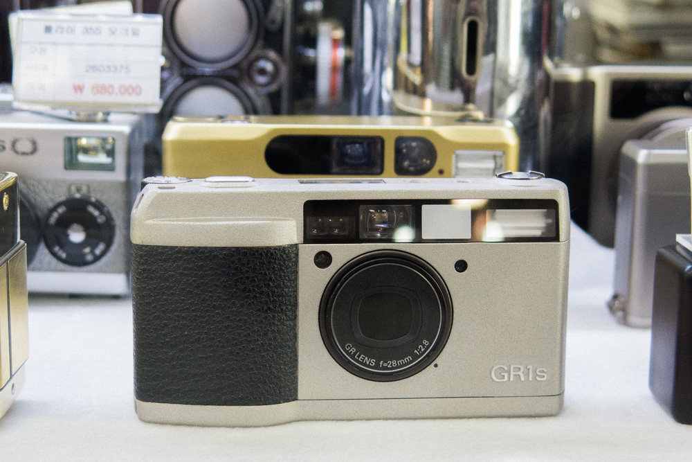 65cdf-inside-camera-stores-asia-stalman-41.jpg